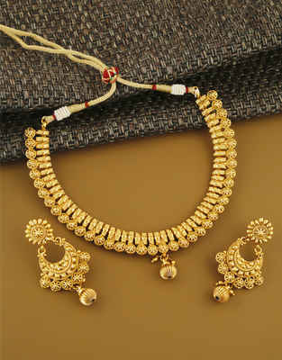 Simple Gold Finish Traditional Necklace For Wedding