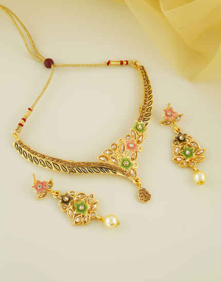 Antique Gold Finish Floral Design Fashionable Necklace
