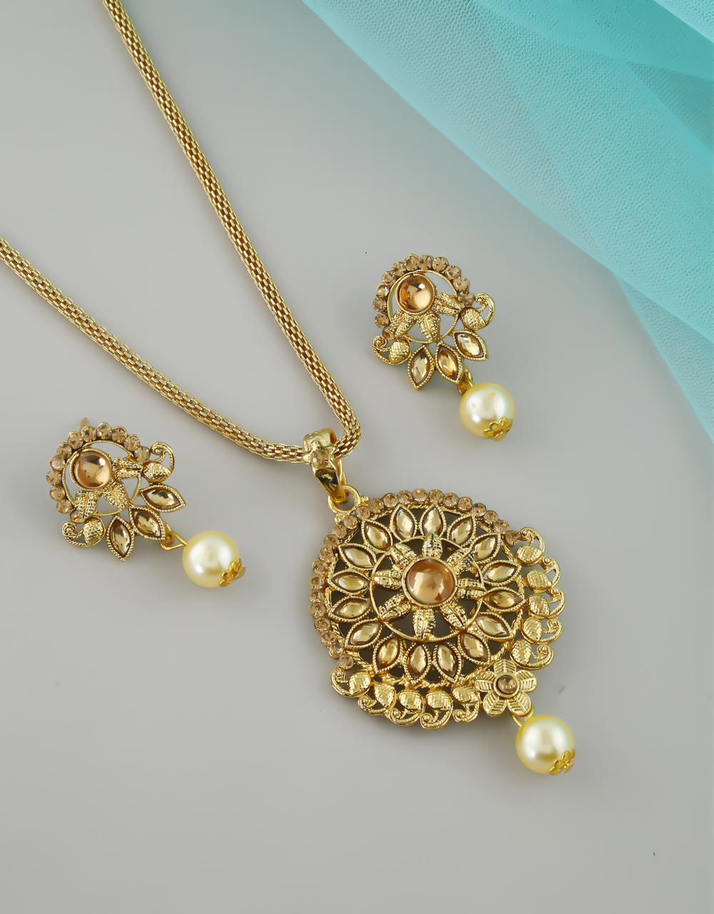 Floral Design Gold Finish Stylish Pendant Set For Girls
