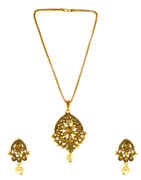 Gold Finish Traditional Pendant Set Jewellery For Girls