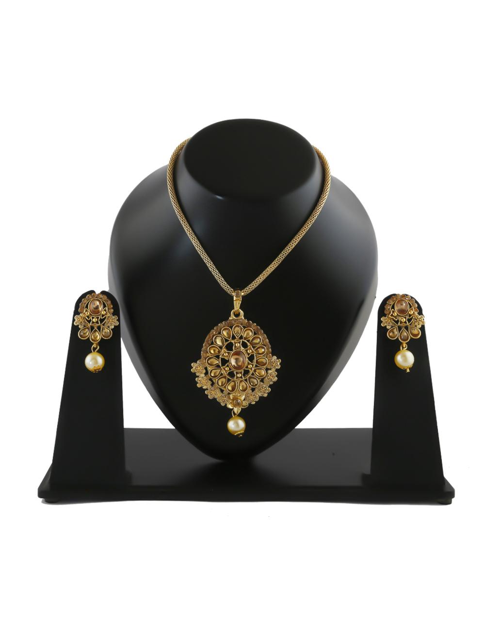 Fancy Gold Finish Stylish Traditional Pendant Set