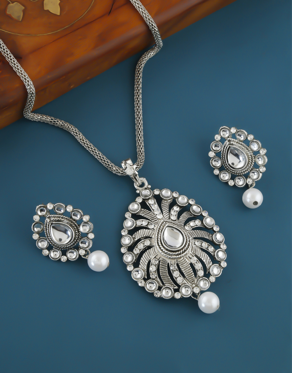 Silver Finish Stylish Wedding Pendant Set For Women