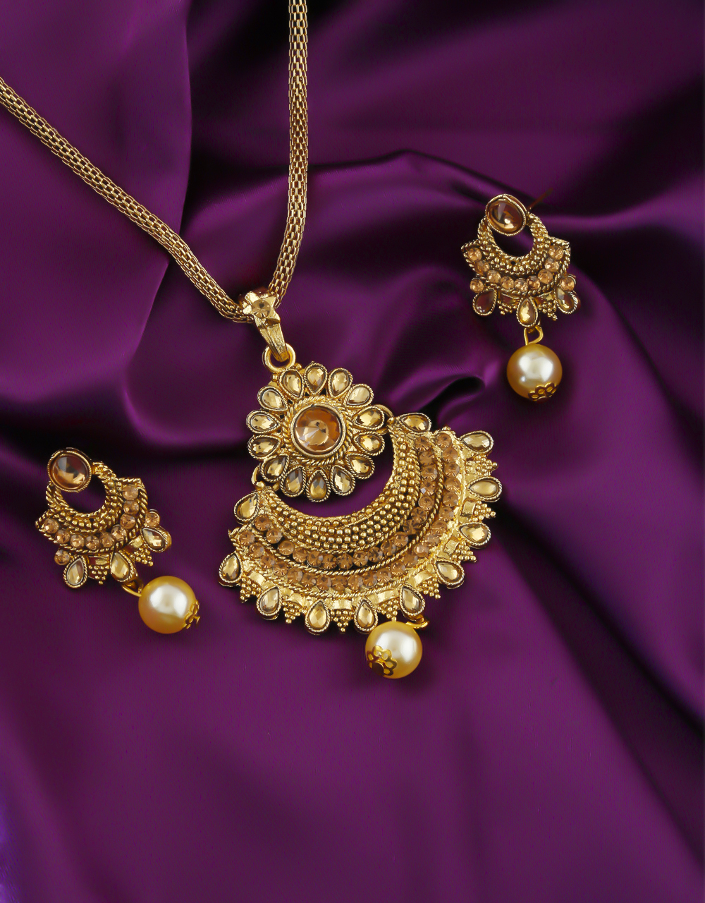 Floral Design Gold Finish Stunning Wedding Pendant Set