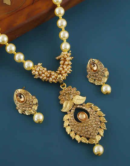 Adorable Gold Finish Stunning Moti Mala Pendant Set