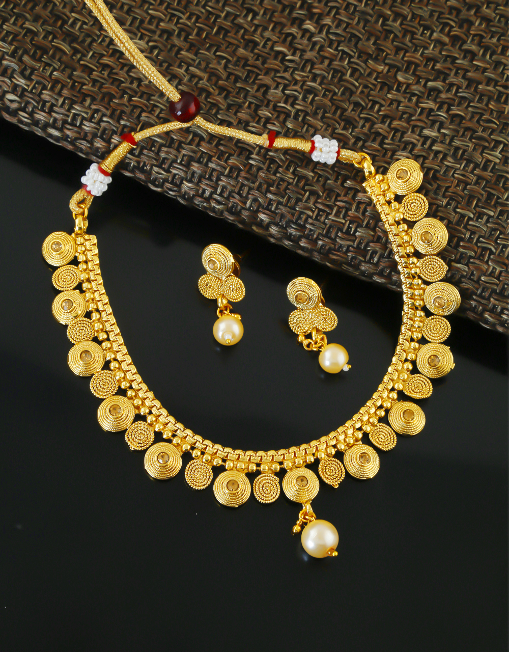 Traditional Fancy Gold Finish Stunning Necklace For Wedding